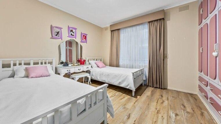 配备豪华影院,马耳他风格浴室的独特圣奥尔本斯独立屋售出