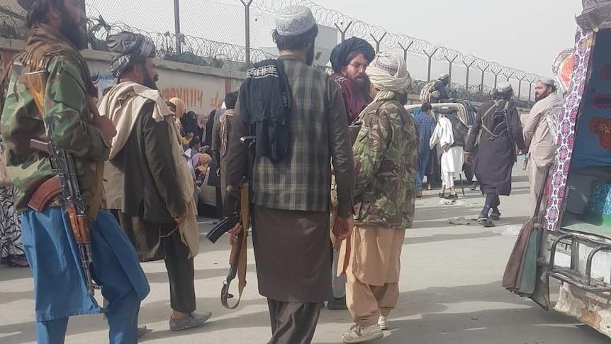 前总统阿什拉夫-加尼为离开喀布尔辩护,反塔利班示威者在贾拉拉巴德被杀