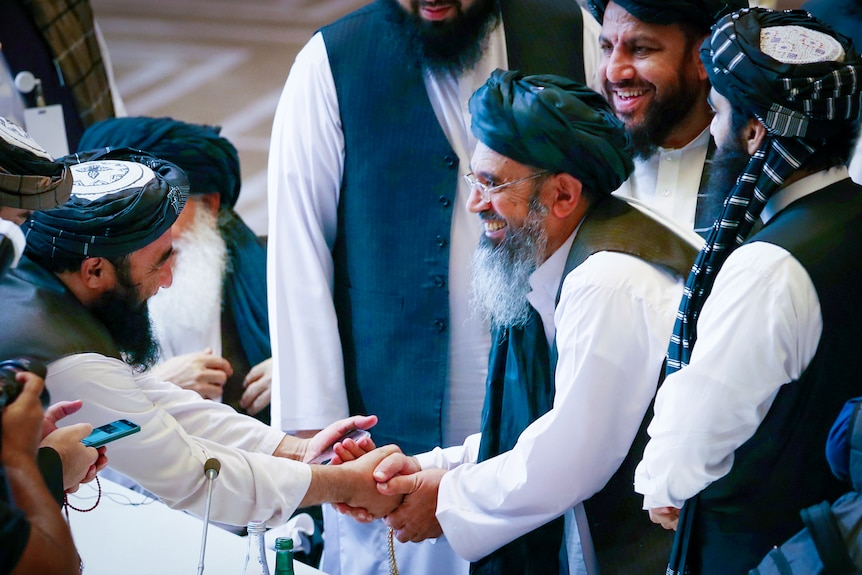 """塔利班的 """"烟雾弹 """"战略游戏帮助他们夺取阿富汗并震惊世界"""