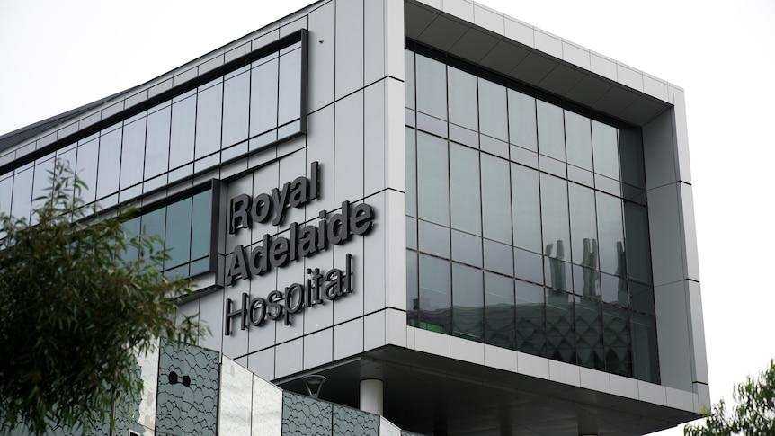 如果新南威尔士州远郊地区的病例继续上升,阿德莱德医院将接受更多的COVID阳性患者