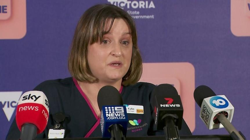 维多利亚州的护士讲述了在被COVID-19患者淹没的医院中的痛苦经历