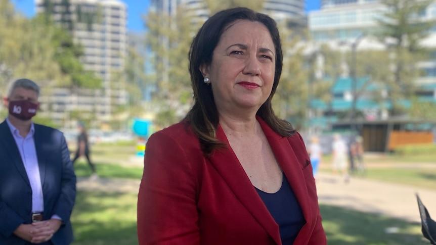 昆士兰州政府允许NRL的妻子、女友和孩子入境,有可能让公众越位