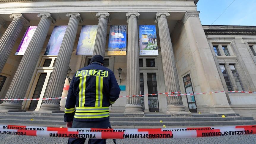 德国警方指控六名男子在德累斯顿绿色金库博物馆抢劫案中犯有抢劫和纵火罪