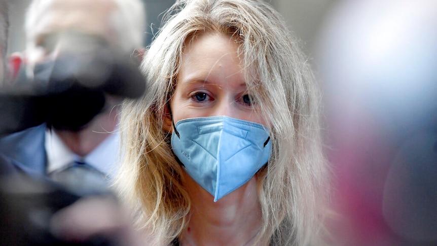 Theranos公司的创始人伊丽莎白-霍姆斯因该公司的血液检测产品欺诈投资者而受审