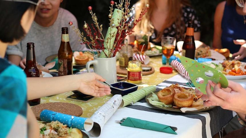 专家称COVID-19可能会阻碍今年圣诞节的家庭聚会