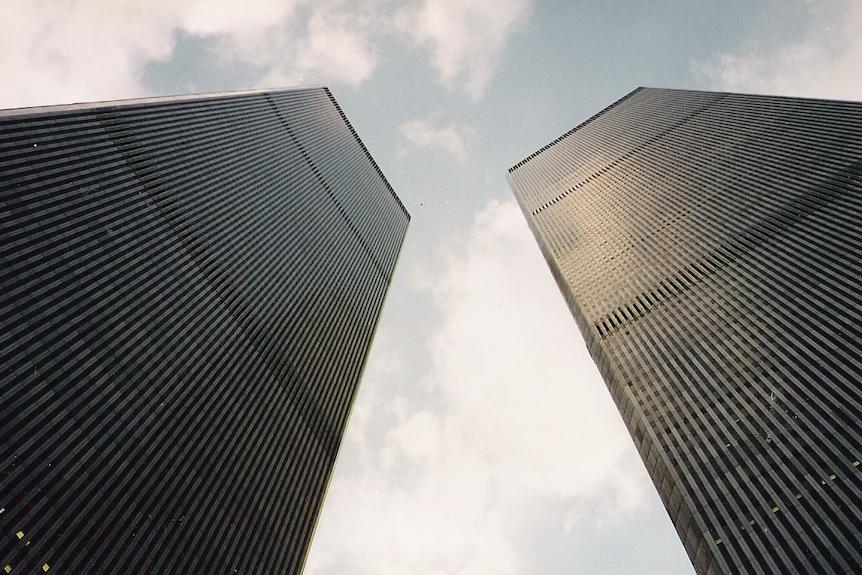 当双子塔在9月11日被烧毁时,数百人被困在狭窄的楼梯间里