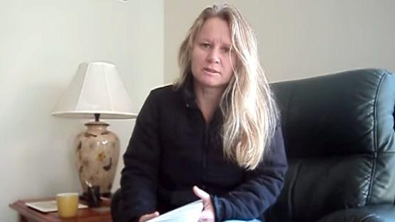彼得堡妇女Teresa Van Lieshout因伪造警徽被捕