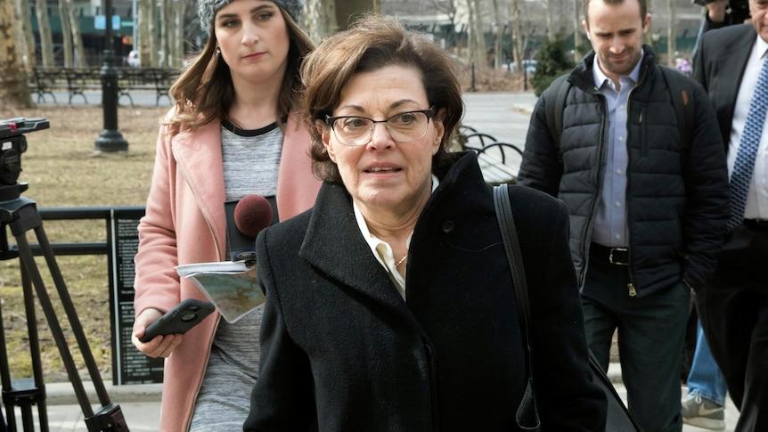 美国性邪教NXIVM的共同创始人南希-萨尔兹曼入狱