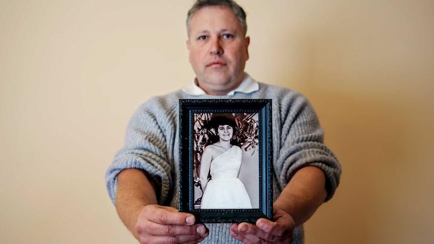 """玛丽亚-詹姆斯谋杀案悬案开庭第一周就听到了关于催眠和一个 """"专横 """"牧师的描述"""