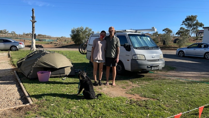 滞留在布罗肯山的阿德莱德夫妇恳请南澳州卫生部让他们越过边境