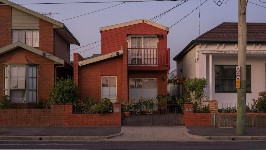 越来越多的澳大利亚人在退休时有大笔抵押贷款他们应该用养老金来偿还吗?