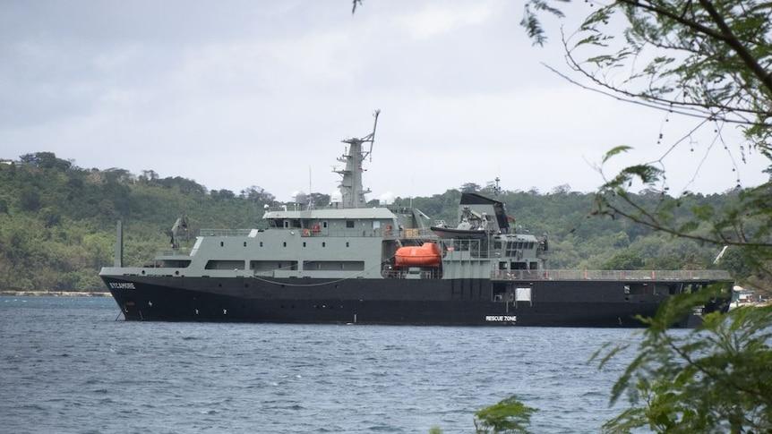 澳大利亚国防军派船救援滞留在太平洋的HMAS Diamantina号