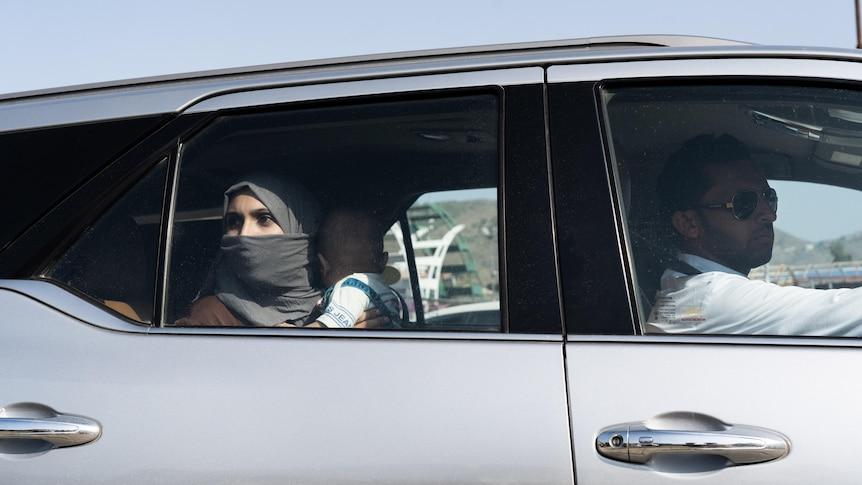 随着塔利班封锁阿富汗,这个巴基斯坦的过境点是其最后的出口之一