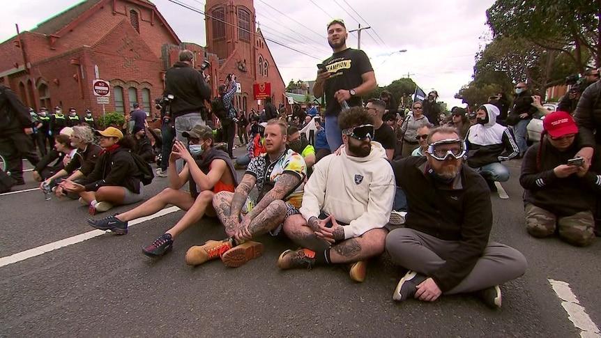 维多利亚州警察工会表示,在墨尔本反封锁的暴力抗议活动中,警察被当作