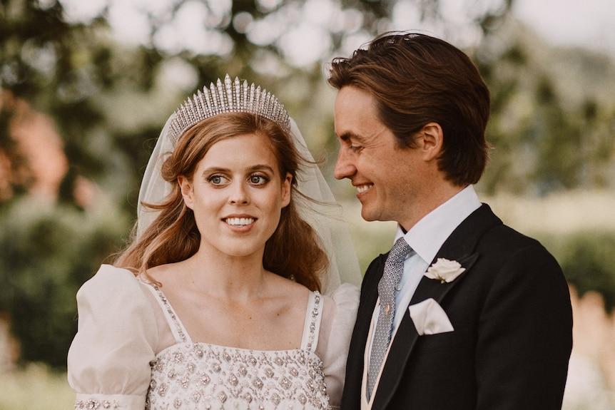 比阿特丽斯公主与丈夫爱德华多-马佩利-莫齐迎来小女儿
