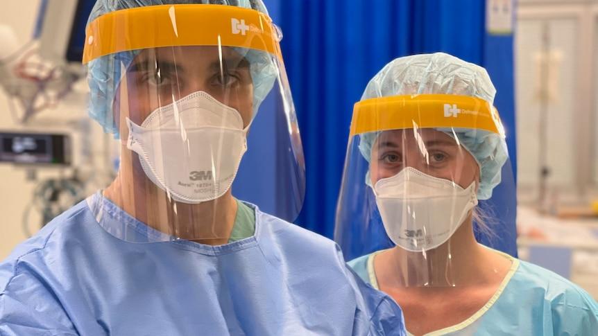 在悉尼圣文森特医院照顾COVID-19患者的ICU