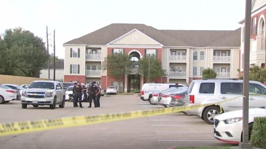 德州公寓发现三个被遗弃的孩子和第四个据信是已故兄弟姐妹的孩子